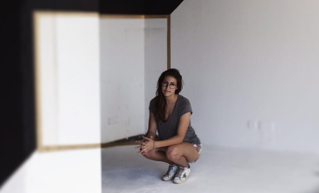 Interview : Fanette Guilloud, la photographie exposée de l'église à l'hôtel